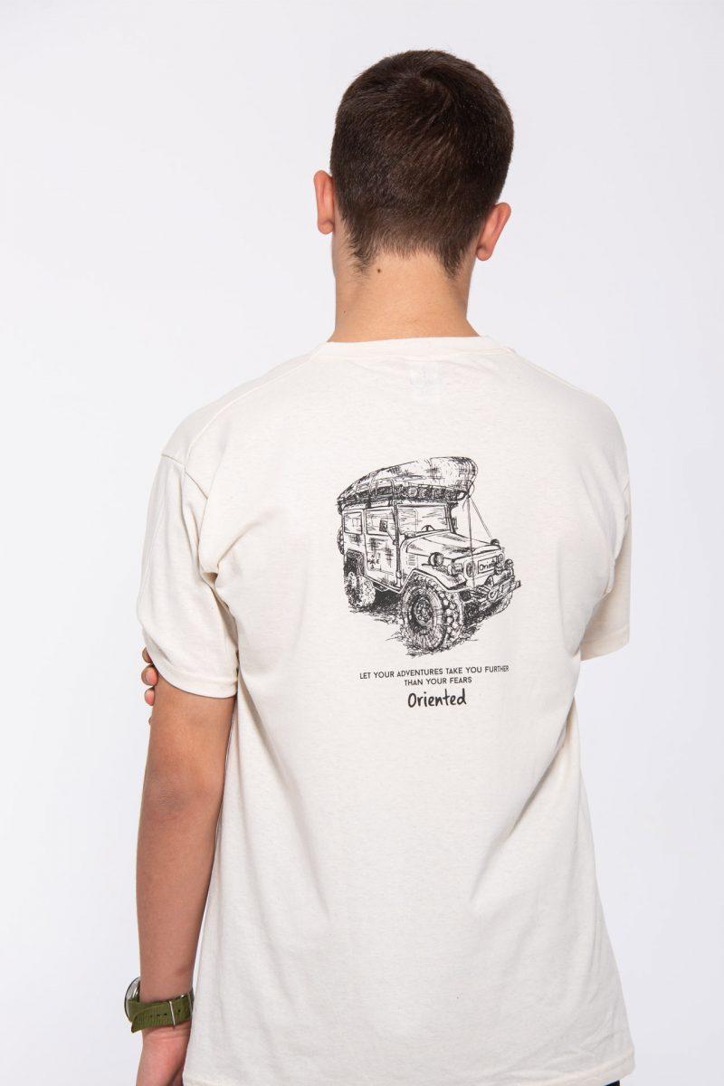 Dibujo de coche sobre camiseta